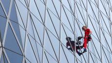 Pięćdziesięcioletni pająk na biznesowym szczycie