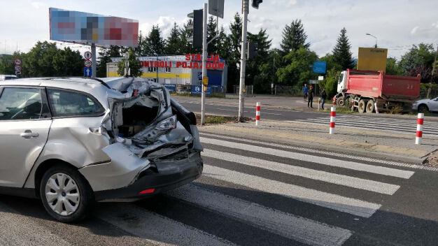 """""""Nie zauważył czerwonego światła"""". Jedna osoba ranna w wypadku"""