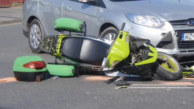 """Zderzenie auta ze skuterem. """"Jedna osoba poszkodowana"""""""