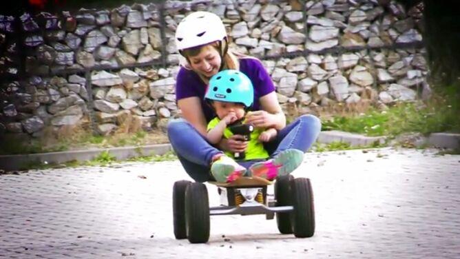 Z dzieckiem na deskorolce. Aktywne mamy na Everyboard Festival w Karpaczu