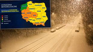 Orkan Fryderyka przechodzi nad Polską. Porywy miejscami prawie huraganowe. Ostrzegamy