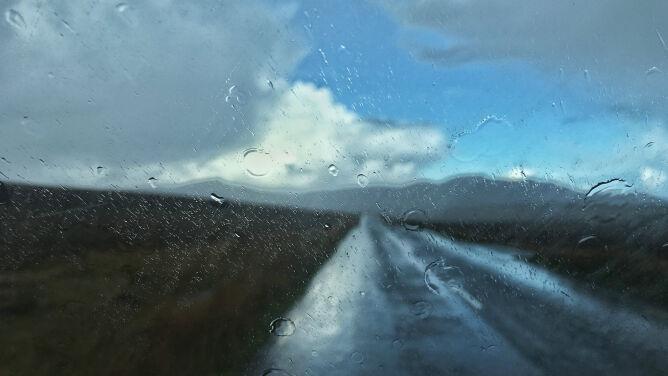 Deszcz miejscami uprzykrzy kierowcom jazdę