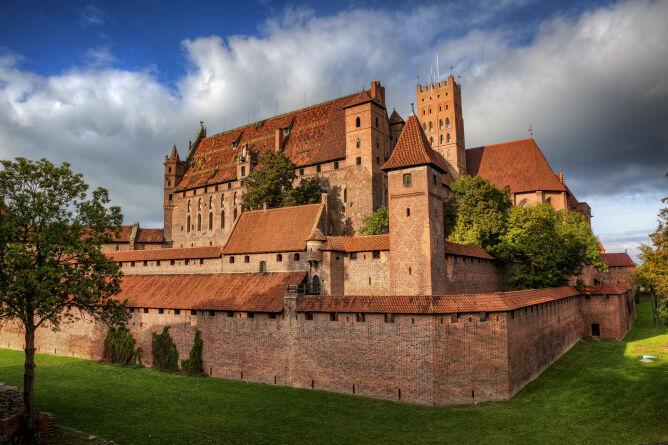 Zamki w Polsce. Ruiny zamków i szlaki turystyczne